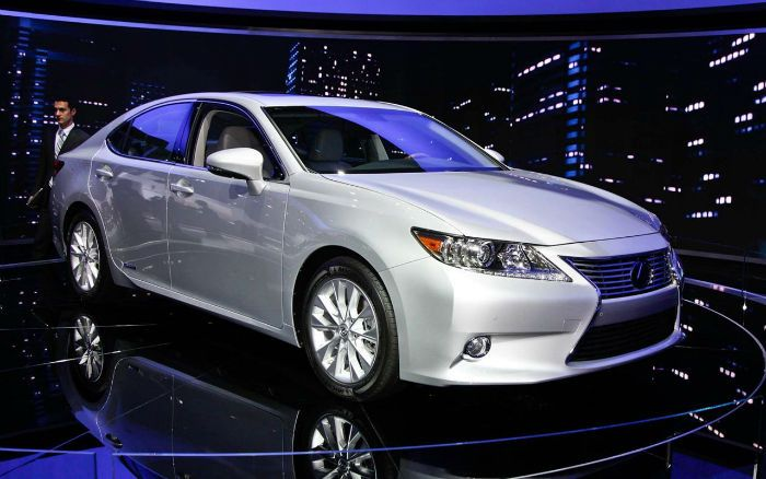 The new 2017 Lexus ES is a series of compact, then midsize, and later the full-sized luxury sedans sold by Lexus since 1989. Six genesis of the sedan is set to date, each offering V6 engine and front-engine, front wheel -R Y layout.