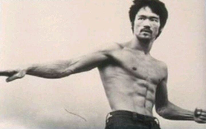 Bruce Lee's Training – How'd He Get So Ripped?  Want to know about Bruce Lee's training? Specifically, how he got so muscular and ripped? Then congratulations, because you're reading the right web page!  I don't know about you but Bruce Lee's physique was probably the one thing that will REALLY motivate a man to start working out so much. To be really muscular and ripped like he was… get those abs… and have a really cool scream when he starts kicking people in the head.  Bruce Lee's…