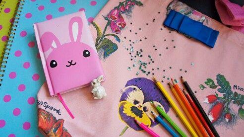 Wiosenne inspiracjeMissSparkz naszą gabardyną w tle;)  #cottonbee #missspark #wiosna #notes