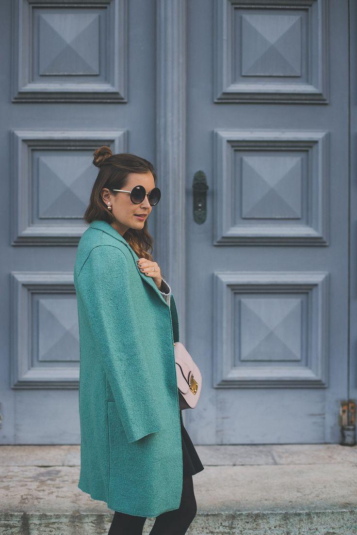 Grüner Mantel von Boden und runde Sonnenbrille von Dolce & Gabbana