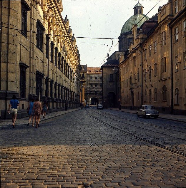 vintage everyday: Wonderful Color Photos of Prague in 1975