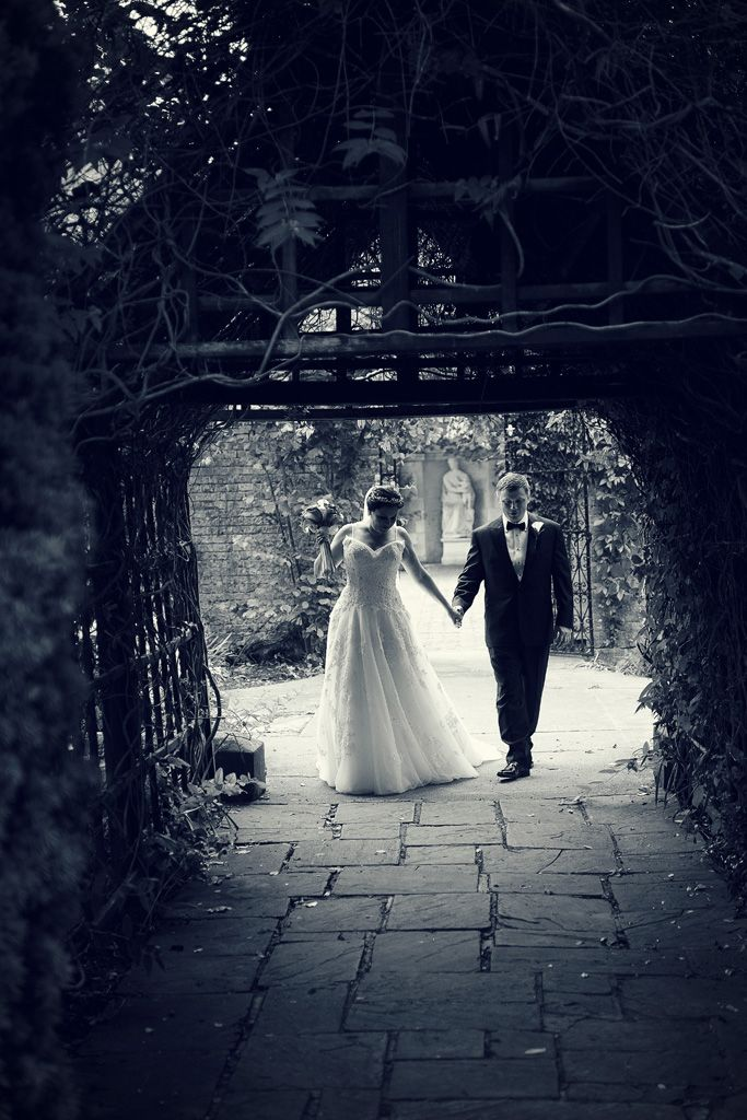 Eastwell Manor wedding photographer for Elvira and Maksym