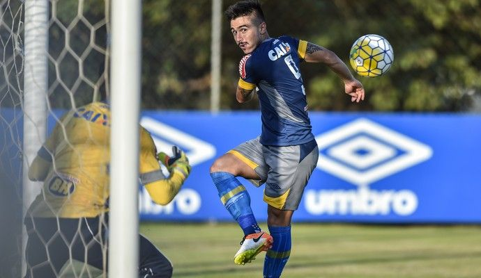 Willian; Cruzeiro (Foto: Pedro Vilela/Light Press)