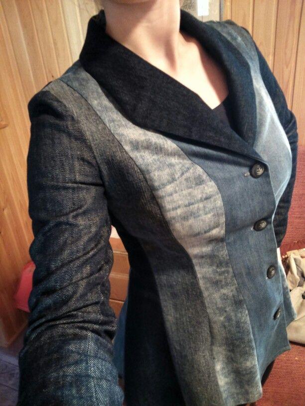 Vanhoista farkuista kasattu jakku on yksi eniten käytössä olleista omatekoisista vaatteista - This jacket is made of old jeans!