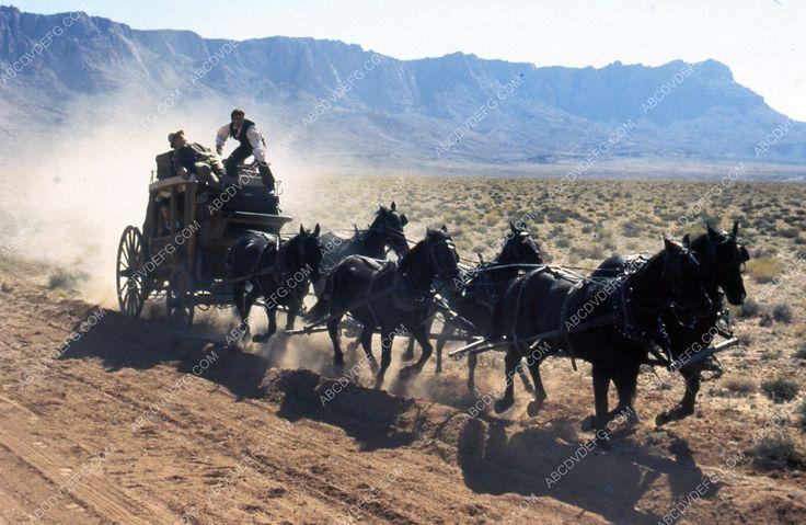 stagecoach 1939 essay Stagecoach интерпретација на stagecoach во 1939 година џон форд организирал класична западна филм со.