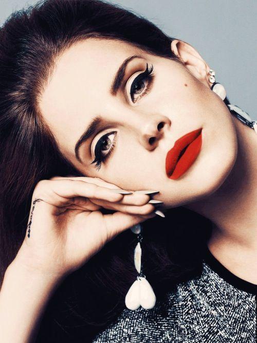 Lana Del Rey Makeup Sultry Red Lipstick Eyeliner