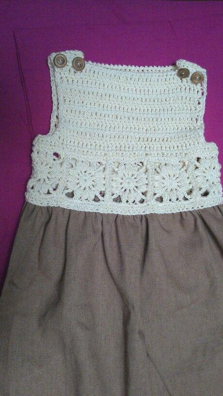Vestido crochet, falda de tela