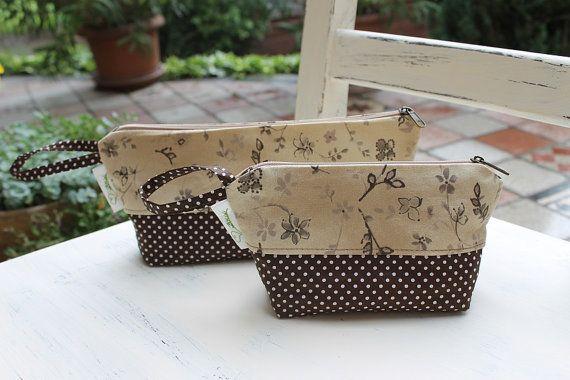 Pencil case Cosmetic pouch set handmade purse  floral cotton make up bag zipper tolietry bag #zipper #canvaspurse #pencilcase #flowerspurse #womengift #toiletrybag