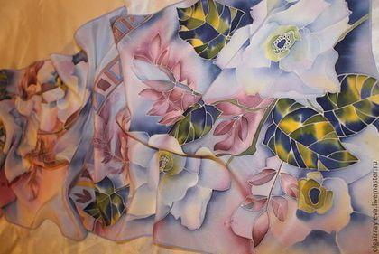 Купить или заказать Батик шарф 'Цветочный мотив' в интернет-магазине на Ярмарке Мастеров. Шарф выполнен по мотивам платка 'Цветочный мотив' в технике холодный батик на натуральном шелке крепдешин.