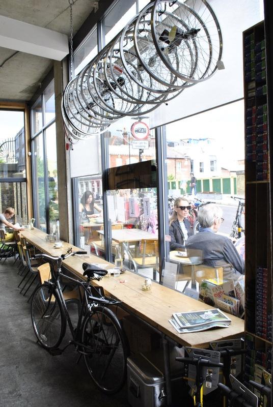 Look 7 Cycle Café, London  http://www.huffingtonpost.es/guiomar-duarte/marketing-cafe-y-bicicletas_b_1925117.html  Photo: (c) Sean Comiskey