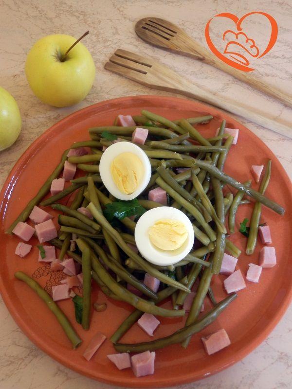 Insalata di fagiolini,uova sode e prosciutto cotto http://www.cuocaperpassione.it/ricetta/8d2e1f4c-9f72-6375-b10c-ff0000780917/Insalata_di_fagioliniuova_sode_e_prosciutto_cotto