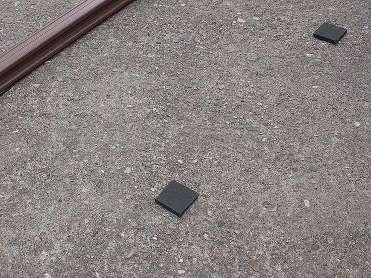Isopads auf Betonuntergrund die unter die Unterkonstruktion gelegt werden.