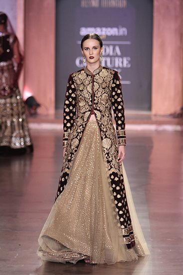 @reynutaandon https://www.facebook.com/ReynuTaandonOfficial/ - Amazon India #Couture Week 2015