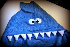 Toalla con capucha para bebé: tiburón