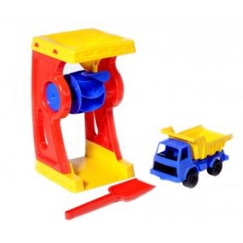 Plasto Water Wheel, Truck & Spade - everything you need! This set includes a steady and sturdy water wheel which is good at home and at the beach, a 17 cm truck and 20 cm spade. Made in Finland and bears the Finnish Flag of Quality