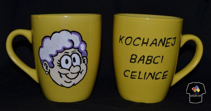 Kubek ręcznie malowany specjalnymi farbami do ceramiki. Po procesie malowania utrwalany w wysokiej temperaturze. Motyw: Dzień Babci. Możliwość zamówienia swojego motywu/wzoru.