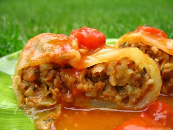 Vegetarian Polish Cabbage Rolls: 2 cups brown rice, cooked 1 lb veggie crumbles 1/2 cup onion, minced 1 garlic clove, minced 1 tsp ground ginger 1 tbsp sweet paprika 1 tbsp parsley, chopped 1 tsp black pepper 2 eggs 1/2 cup vegetable broth 2 ta tbsp blespoons olive oil Sauce 12 oz can diced tomatoes 12 oz can tomato soup
