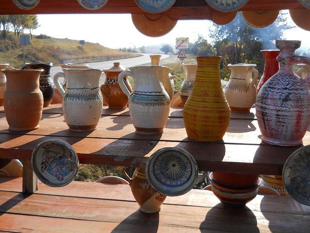 Romanian pottery #romania #folk #folkart #folklore #dorderomanesc #tradition #motifs #art