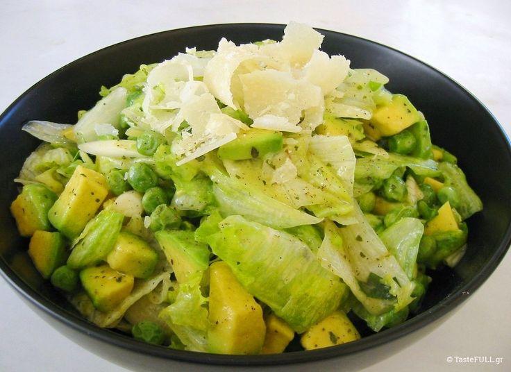 Αυτή η πράσινη σαλάτα με dressing μουστάρδας και μέλι ξεχωρίζει για την καταπληκτική βινεγκρέτ της με μουστάρδα, μέλι και φρέσκα αρωματικά βότανα!