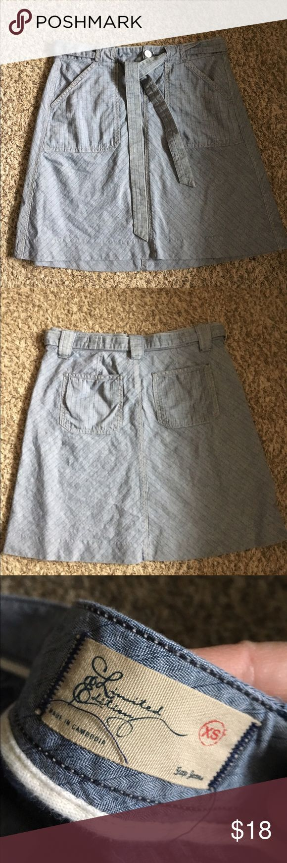 Gap skirt Light and fun! Comes with belt. very good used condition XS but more like a S GAP Skirts Midi
