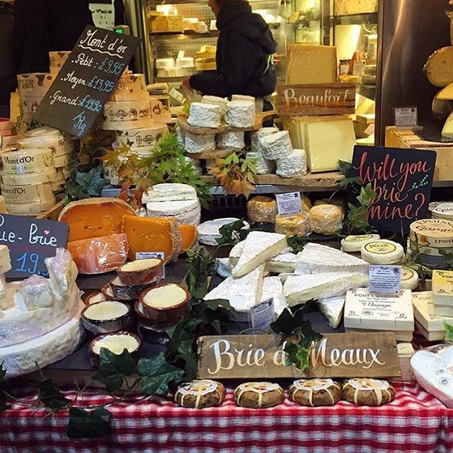 Evening of cheese @boroughmarket The cheese dream 🧀🎄🎅 #eatinguplondon #london #foodie #food #cheese #boroughmarket #borough #market #december #festive #christmas #cheesedream #evening #blog #blogger #favourite #southlondon #brie #comte #cheddar