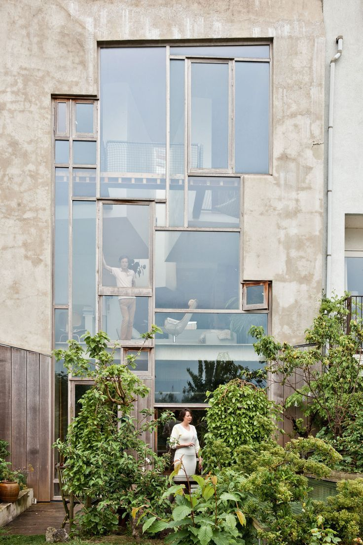 Beautiful patio garden of Plage Hollandaise with architecturally interesting windows going up the back of the building.