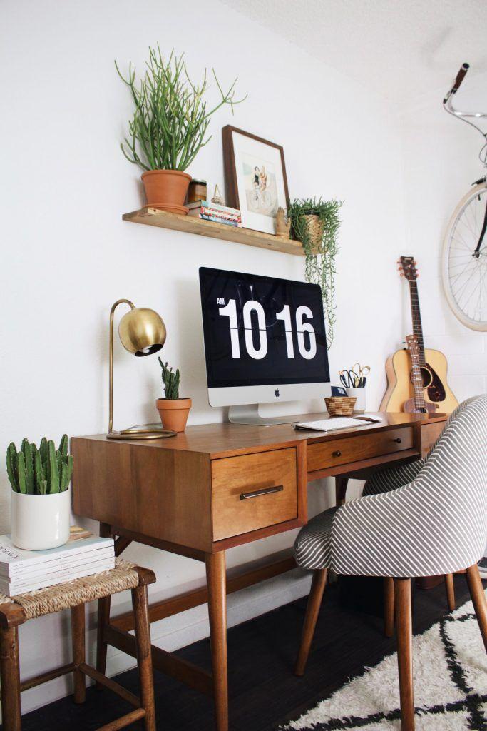 Inspire-se com essa linda decoração de escritório estilo boho e móveis escuros. Além disso, veja a lista de móveis e produtos para compor o mesmo ambiente.