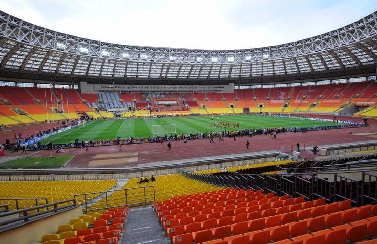 Loujniki - Moscou - 78360 places  C'est le plus grand stade de Russie, qui a subi de nombreuses rénovations. Inauguré en 1956, il a notamment accueilli les Jeux Olympiques en 1980, la finale de la Ligue des champions en 2008, les mondiaux d'athlétisme en 2013 et fait parties des enceintes de la Coupe du monde en 2018. (L'Equipe)