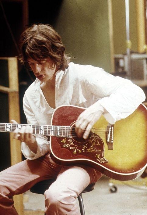 A l'âge de 20 ans, en 1963, Mick Jagger et ses compères forment le groupe…