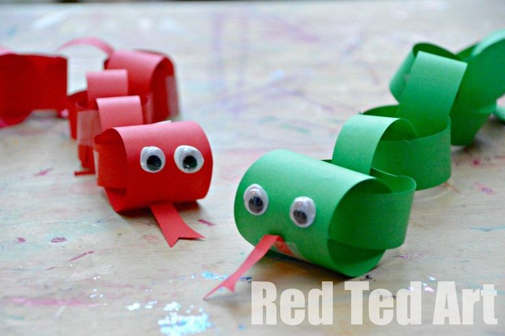 Simple really is best! Explore the Year of the Snake with these adorable paper chain snakes. Chinese New Year sorted!