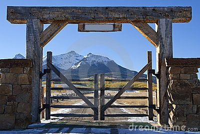 Colorado ranch with wooden gate by Lightvision, via Dreamstime