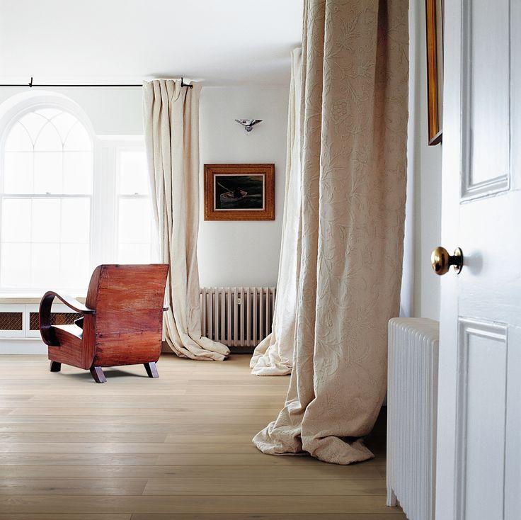 Wicanders Vinyl comfort Limed forest Oak een vloer in een grijze tint maakt een ruimte heel karakteristiek, ongeacht uw levensstijl en de gekozen inrichting.