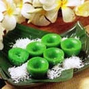 KUE LUMPANG. Kue ini mirip lumpang sehingga dikenal dengan nama kue lumpang. Lumpang sendiri merupakan wadah yang sering digunakan untuk menumbuk padi. Kue lumpang termasuk jenis kue basah tradisional Indonesia.