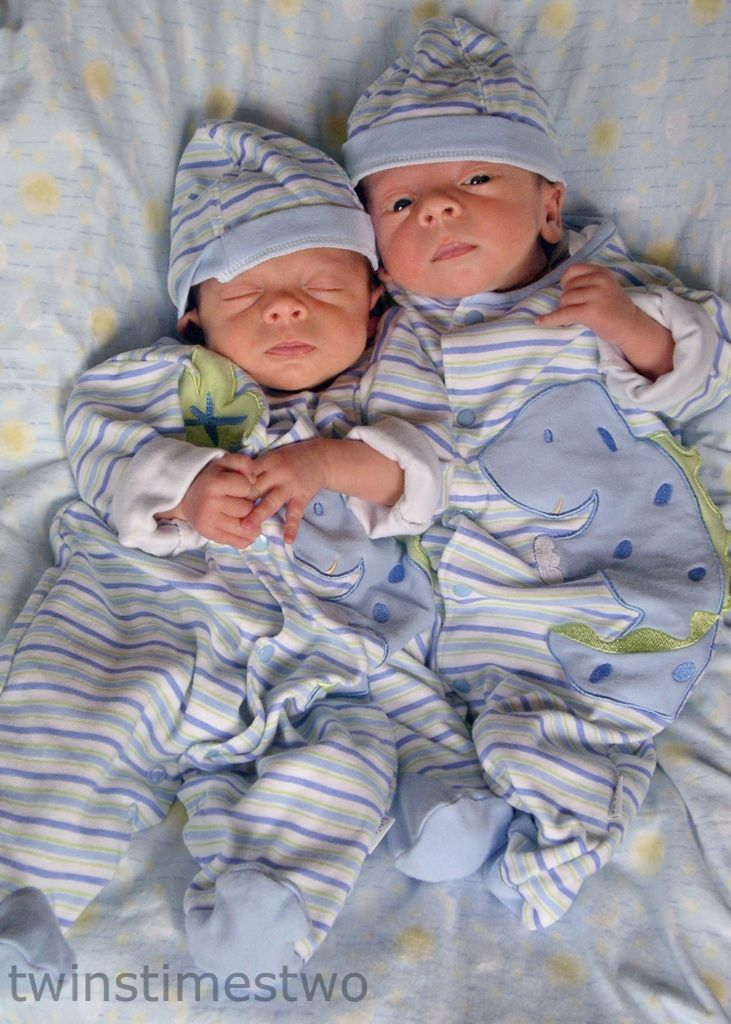 identical twin newborn babies - photo #10