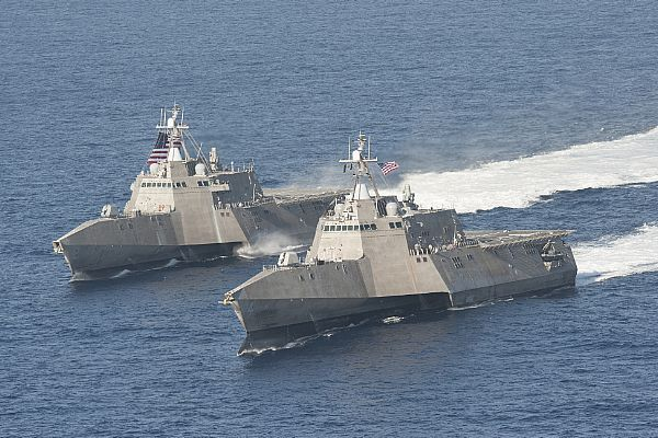 The littoral combat ships USS Independence (LCS 2), left, and USS Coronado (LCS 4) are underway in the Pacific Ocean.