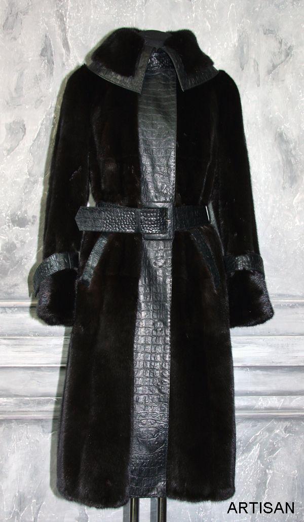 Перешив старой шубы в новое современное, меховое пальто с использованием кожи с теснением под крокодила.