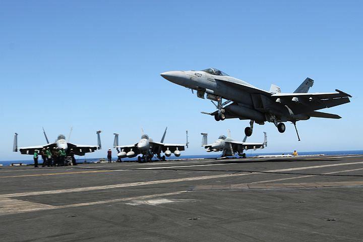 По приказу Пентагона авианосец США Harry Truman переброшен в Средиземное море. Похоже, намеками на мощь своего авианосца штатовцы хотели припугнуть россиян. Так у нас в группировке ВМФ в Средиземном море - около 20 боевых кораблей...