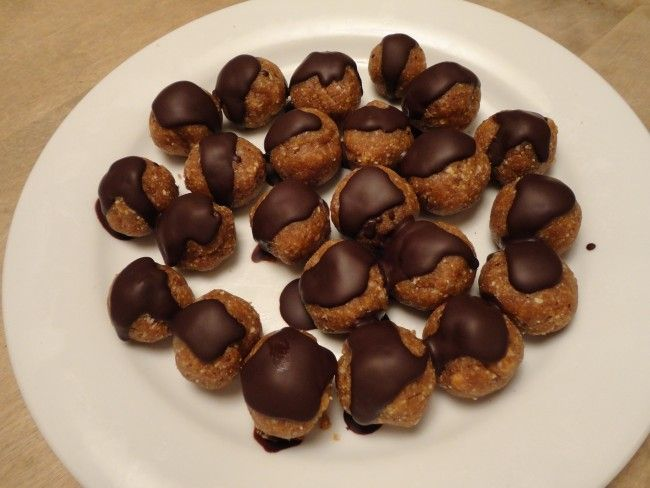 Recept: Nyttiga snickersbollar