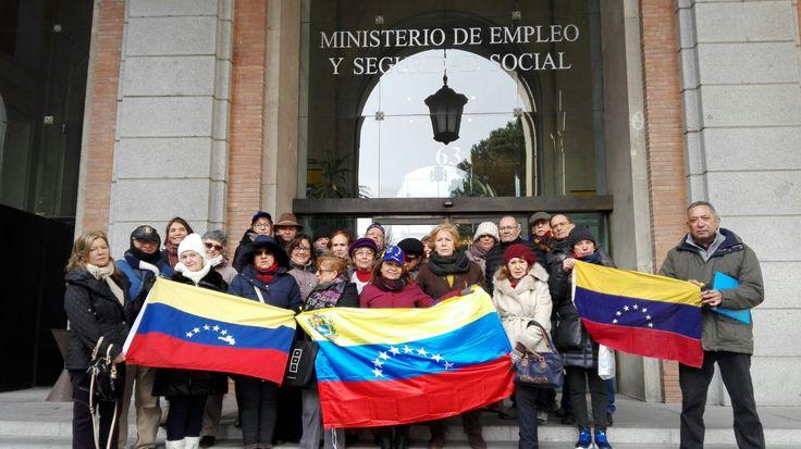Pensionados venezolanos denuncian crisis humanitaria ante gobierno español, tras un año sin recibir el pago - http://wp.me/p7GFvM-xnH