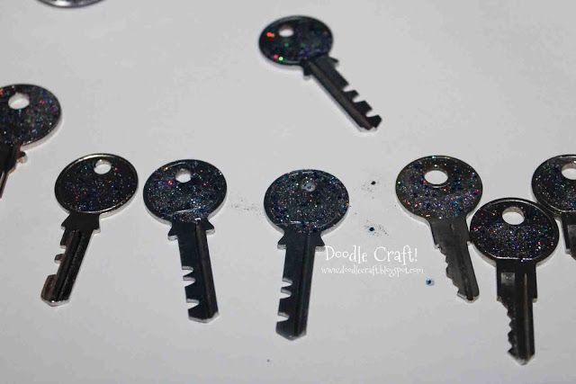 Doodle Craft...: Doctor Who PARTY FAVORS!  Tardis Key Necklace