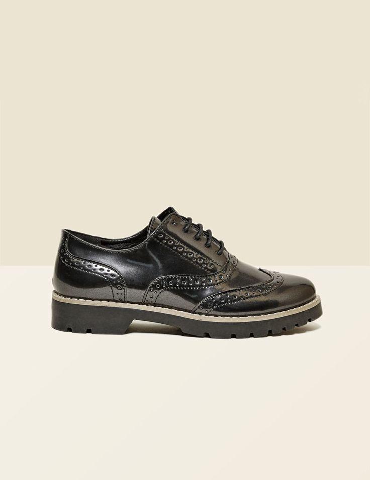 derbies perforées noires - http://www.jennyfer.com/fr-fr/accessoires/chaussures/derbies-perforees-noires-10014013060.html