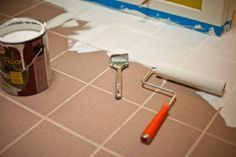 Fliesen lackieren mit notwendigen Materialien