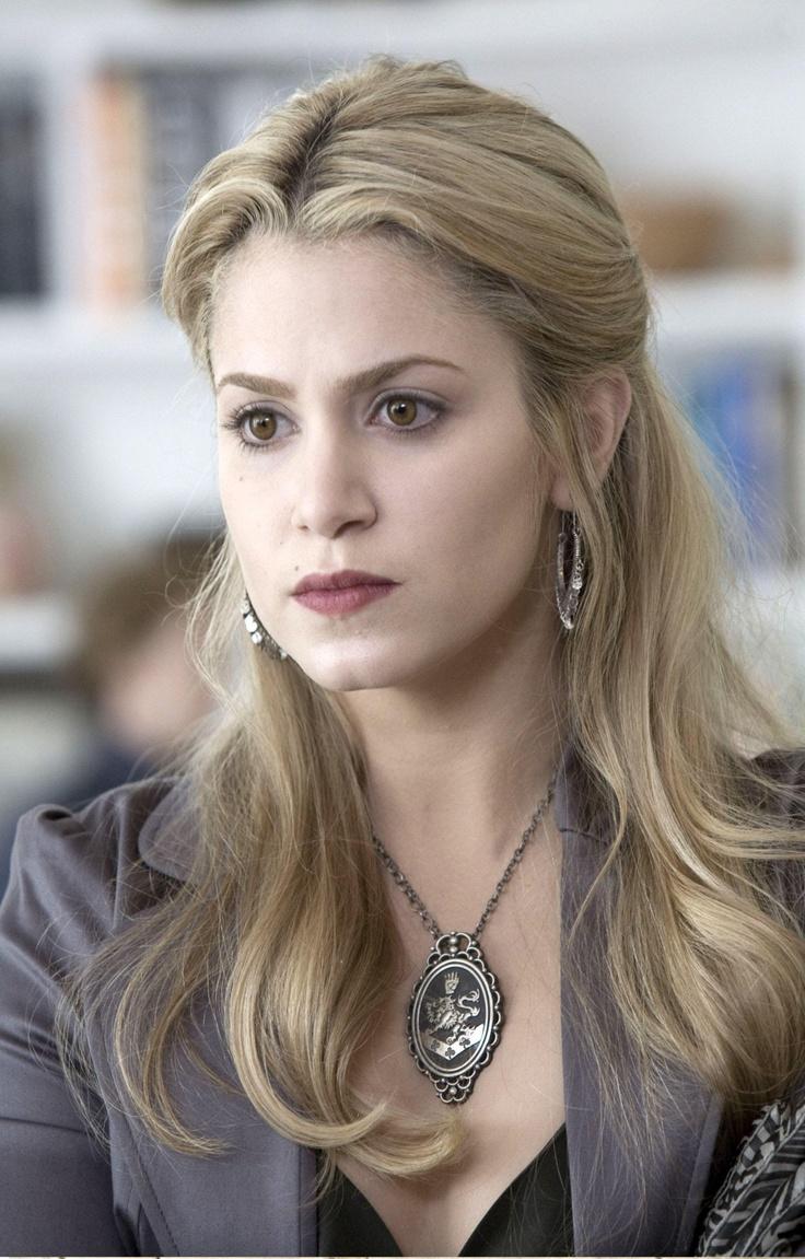 Nikki Reed (Twilight) as Kestrel Redfern in Daughters of Darkness.