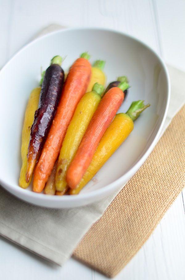 Een lekkere bijgerecht voor kerst zijn gestoofde wortelen met honing.