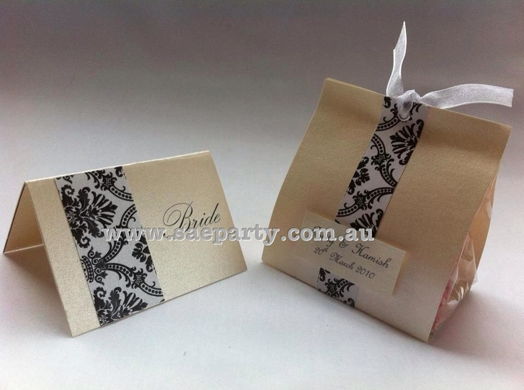 Handmade wedding favour/bonbonniere and name place cards