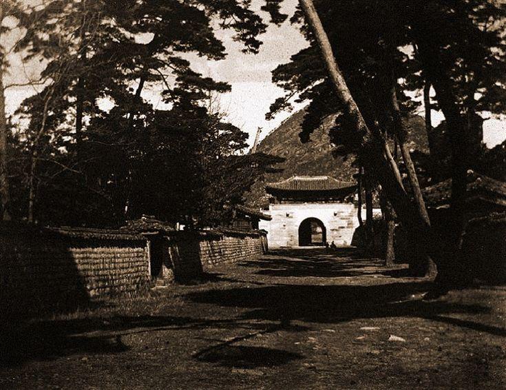 Shinmu-mun North Gate of Gyeongbok Palace 경복궁(景福宮)의 어제와 오늘