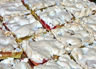 Rhabarber-Blechkuchen mit Baiser