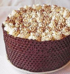 Tort cu ciocolata si blat de bezea