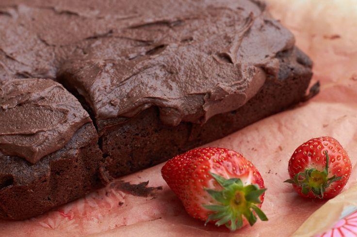 Ihr Lieben, so.. einmal zurücklehnen und an Schokolade denken – an viel Schokolade.. möglichst noch mit einer leckeren cremigen Schokoladenschicht oben drauf! Hah! Da ist es – das Rezep…