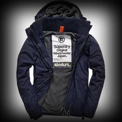 Superdry極度乾燥 メンズ ジャケット スーパードライ極度乾燥 Arctic Windcheater ジャケット ★Superdry極度乾燥を代表するロゴがバックと肩に配色刺繍されています。ロゴが袖口に施されています。 ★ナイロン-100%でハードぽく個性的でお洒落でレアなクオリティーが高いフード付きジャケット。